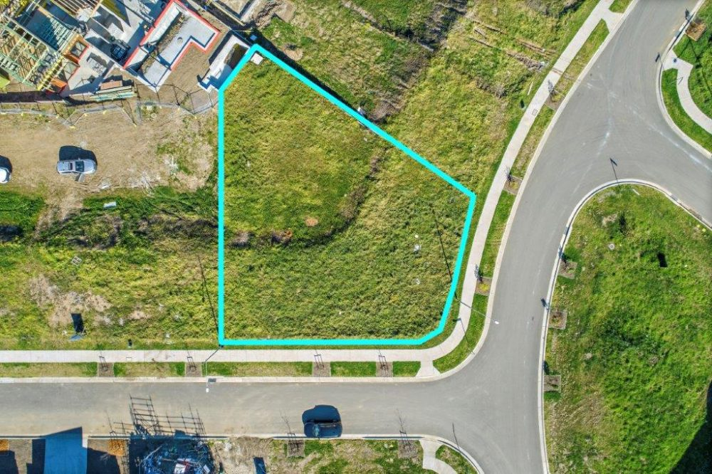 14637_Lot 2214 2 McNevin Close Calderwood_100_101