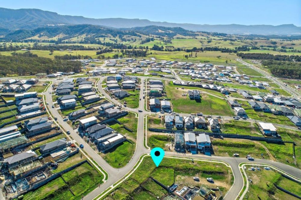 14637_Lot 2214 2 McNevin Close Calderwood_100_103